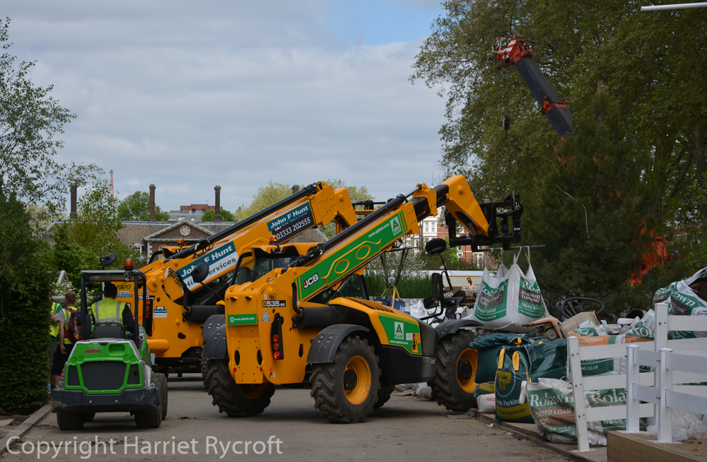 Build-Up at RHS Chelsea Flower Show – Transport of Delights